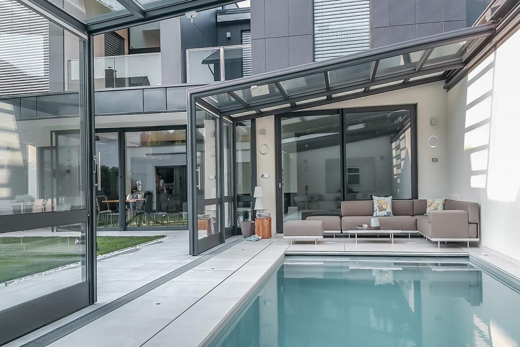 Privater_Pool_ZoomRoom_04_1500x1000